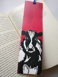 Original one-of-a-kind hand painted paper bookmarks. Think of them as mini paintings that also become a perfect bookmark for you! These little pieces of art will make a great gift for any book lover, kids, nerds and will make great stocking stuffers too!  You can customize them by adding your quotes too! Just let me know. I will gladly do it. Please note that they will be hand written.  Each bookmark is approximately 2 X 8. Hand-painted on both sides on premium Card stock paper. 2 sheets are…