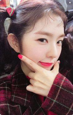 photocard scan the red summer Red Velvet アイリーン, Red Velvet Irene, Kpop Girl Groups, Korean Girl Groups, Kpop Girls, Beautiful Inside And Out, Beautiful Flowers, Irene Kim, Red Valvet