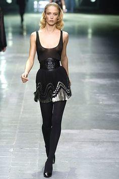 Alexander McQueen Spring 2006 Ready-to-Wear Fashion Show - Raquel Zimmermann