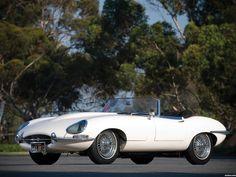 1961 - 1967 Jaguar E-Type Roadster (Series I). Now, this is a beautiful car. Sexy Cars, Hot Cars, Jaguar E Type 1961, Jaguar Xk, Jaguar Cars, Retro Cars, Vintage Cars, Classic European Cars, Type E