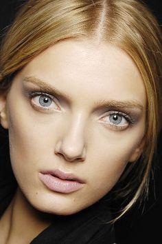 lips nude makeup