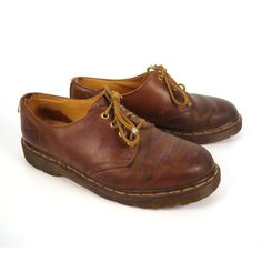 Doc Martens Oxfords Vintage 1990s Dr Brown Leather Oxfords Shoes UK... (2.575 RUB) ❤ liked on Polyvore featuring shoes, oxfords, brogue shoes, brown leather shoes, oxford brogues, dr martens brogue and polka dot shoes