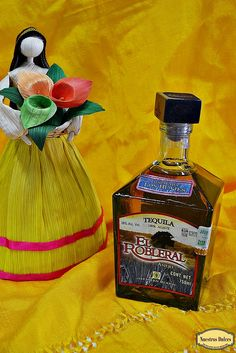Hacienda Los Huajes elabora el Tequila El Robleral, un añejo 100% agave Tequila, Perfume Bottles, Drinks, Haciendas, Sweets, Drinking, Beverages, Perfume Bottle, Drink
