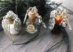 Supernatural inspired necklace set of Protection, Holy water, demon blood by JinxyJewels on Etsy Supernatural Crafts, Supernatural Jewelry, Supernatural Merchandise, Supernatural Fans, Supernatural Costume, Supernatural Birthday, Supernatural Christmas, Supernatural Outfits, Castiel