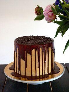 Voici ma recette de layer-cake chocolat-caramel: un gâteau d'anniversaire méga-gourmand! Ce gâteau chocolat caramel séduira petits & grands