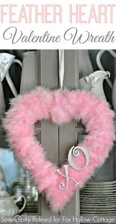 Valentine& Day Feather Heart Wreath { a craft tutorial} - Simple diy wreath decor for Valentine& Day. Valentine Day Wreaths, Valentines Day Decorations, Valentine Day Love, Valentine Day Crafts, Valentine Ideas, Printable Valentine, Homemade Valentines, Valentine Party, Holiday Crafts