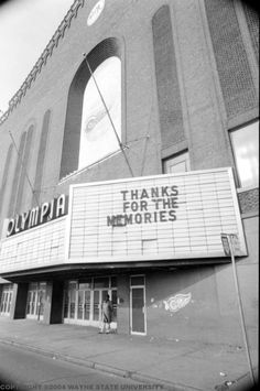 Olympia Stadium - Old photos gallery — Historic Detroit Detroit History, Detroit News, Haunted Places, Abandoned Places, Olympia Stadium, Wayne State University, Basketball Photos, Outdoor Theater, Ice Rink