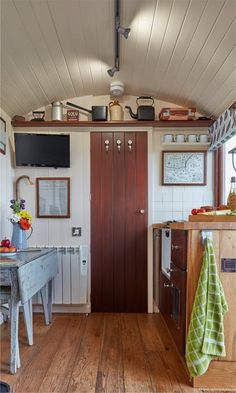 Tor View Shepherds Huts - Luxurious countryside retreat