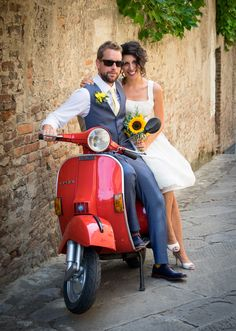 Tuscany wedding, typical Italian red vespa! www.italianstyleweddings.co.uk Photography www.fotostilllife.it