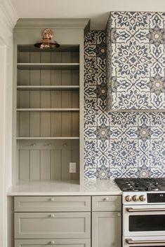 Are you a fan of the open shelf trend but looking for a cozier farmhouse look? Open Kitchen Cabinets, Diy Cabinets, Kitchen Shelves, Custom Cabinets, Kitchen Storage, Diy Outdoor Kitchen, Kitchen Decor, Kitchen Design, Kitchen Ideas