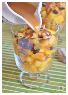 Copas de persimons con frutos secos y salsa tofee