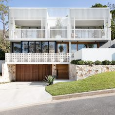 Brisbane CUSTOM Home Builds & Renovations - DIVINE HOMES. Home Pictured: AMAROO HOUSE. Modern Exterior, Exterior Design, Interior And Exterior, Brisbane Architecture, Residential Architecture, The Design Files, Facade House, House Facades, Mid Century House