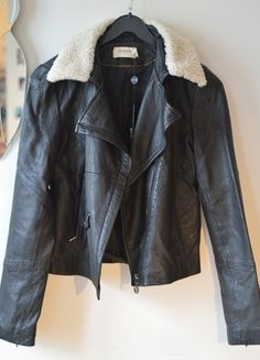 A vendre sur #vintedfrance ! http://www.vinted.fr/mode-femmes/vestes-en-cuir/17168336-perfecto-en-cuir-noire-eleven-paris