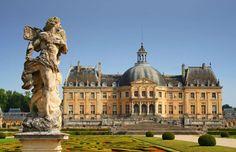 Castelo Vaux Le Vicomte- antes da construção do Palácio de Versalhes, era considerado por muitos o mais bonito da França. Também é a maior propriedade privada com título de Monumento Histórico