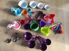 Mijn verzameling cups and teaspoons tot nu toe. Waar zou ik zijn zonder deze hulpmiddelen.