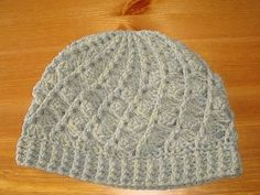 FREE beanie pattern! I made this yesterday and I love how it turned out...soo warm and comfy, and it looks cool too!