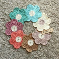 Bom dia gente!     Trouxe essas flores lindas do instagram  @_amal.sh     São trabalhos lindos, visitem.     Espero qu...