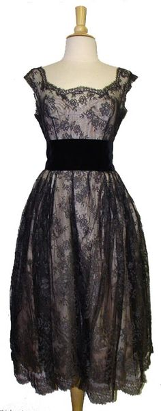 Hattie Carnegie 1950s Silk Chantilly Lace Cocktail Dress