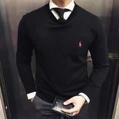 Discover some great men's fashion. With so much fashion for men available nowadays, it can be a challenging experience. Mens Fashion Sweaters, Men Sweater, Stylish Men, Men Casual, Preppy Mens Fashion, Herren Outfit, Fashion Mode, Fashion News, Style Fashion