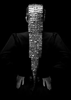 Gold Coin Headdresses - Milko Boyarov Jewelry Gives an Avant-Garde Touch to Cultural Couture (GALLERY) Weird Fashion, Fashion Art, High Fashion, Fashion Rocks, Metal Fashion, Fashion Clothes, Avant Garde Hair, Black Gold, Black And White