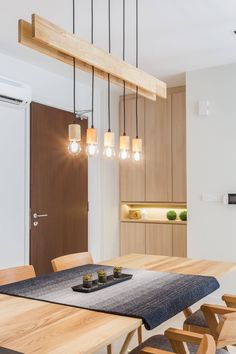 Stunning wooden light fixture hangs over the dining area - All For Decoration Modern Lighting Design, Interior Lighting, Home Lighting, Hanging Light Fixtures, Kitchen Lighting Fixtures, Ceiling Light Design, Wooden Ceilings, Wooden Lamp, Lamp Design