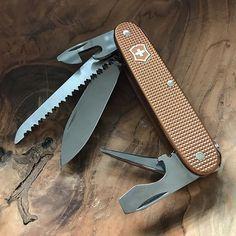 Victorinox Alox, Victorinox Knives, Victorinox Swiss Army, Knife Party, Urban Edc, Kit Co, Edc Everyday Carry, Pocket Knives, Edc Gear