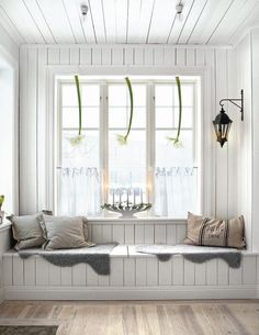 лавка-стол у окна