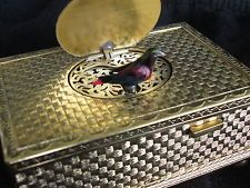 Singing bird box...gold  plated Germany.Perfect working. Vldeo! Bird Boxes, Music Boxes, Automata, Singing, Plating, Germany, Birds, Gold, Decor