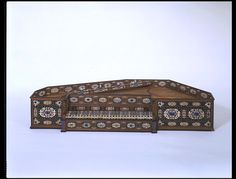 Virginal, 1577   Rossi, Annibale   Milan, Italy (made) : Cypress case and soundboard, boxwood and ivory ornaments, inlaid with pearls, amethysts, lapis lazuli, jasper, agate, turquoise and other precious and semi-precious stones