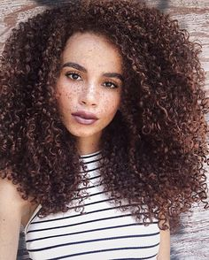 Makeup & Skin Care: 10 Steps to Natural Makeup Afro Hairstyles, Straight Hairstyles, Curly Hair Styles, Natural Hair Styles, Natural Curls, Curly Girl, Big Hair, Gorgeous Hair, Pretty Hair