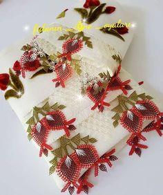 Ürün 👉 @fidanin_igne_oyalari . . . #igneoyasi #igneoyalari #dantel #ceyiz #ceyizhazirligi #gelin #havlukenari #gelinlik #oyapazari… Christmas Stockings, Christmas Wreaths, Videos Instagram, Needle Lace, Crochet Trim, Baby Knitting Patterns, Needlework, Elsa, Diy And Crafts