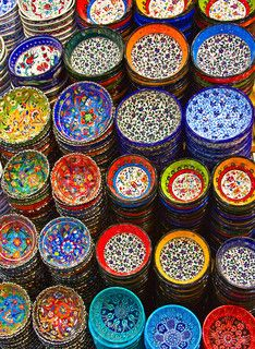Classical Turkish ceramics on the market, Photo: Fedor Selivanov