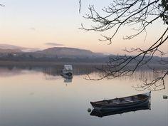 Lumières sur le Lough Gill en Irlande...   #loughgill #ireland #irlande #lough #lake #alainntours   © Alainn Tours Les Suffragettes, Le Cap, Les Cascades, Tours, River, Mountains, Nature, Outdoor, Coal Mining