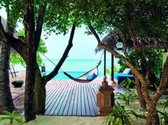 #TakeMeThere These 15 hotel hammocks overlook some of the most beautiful spots in the world: http://cntrvlr.com/1mBl0Ii pic.twitter.com/iV2uXJyBvn