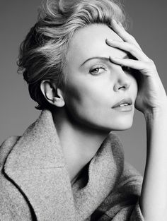 Charlize Theron - South African and American actress, producer, director, and fashion model. Photo by Karim Sadli for Dior Charlize Theron, Portrait Poses, Studio Portraits, Female Portrait, Beauty Photography, Portrait Photography, Fashion Photography, Art Photography Women, Fashion Poses
