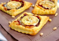 tart with onion confit and goat cheese Appetizer Recipes, Snack Recipes, Cooking Recipes, Appetisers, Cooking Time, Wine Recipes, Food Inspiration, Quiche, The Best