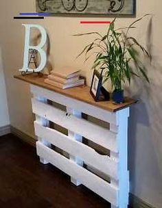 Pallet, one used, and a repurposed wood top! Pallet Furniture Designs, Wooden Pallet Projects, Furniture Projects, Home Projects, Home Crafts, Home Furniture, Diy Home Decor, Room Decor, Wooden Crate Furniture