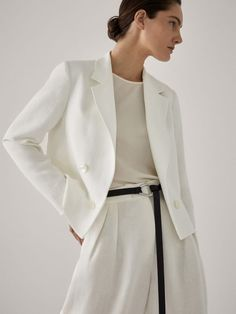 Cropped buttoned blazer - Women - Massimo Dutti Latest Fashion Trends, Fashion Tips, Young Professional, Blazer Buttons, Elegant Outfit, Blazers For Women, Pulls, Summer Collection, New Outfits