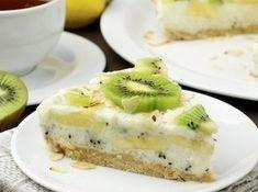 Yogurt low calorie cake with kiwi and banana Low Calorie Cake, Kiwi And Banana, Good Food, Yummy Food, Yogurt Cake, Food Obsession, Banana Recipes, Healthy Treats, Sweet Recipes