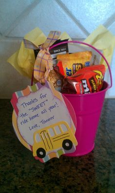 School bus driver gift -- it's just a photo - there is no link. But the image is pretty explanatory. Bus Driver Gifts, School Bus Driver, Bus Driver Appreciation, Teacher Appreciation Gifts, Employee Appreciation, School Gifts, Student Gifts, Year End Teacher Gifts, School Treats