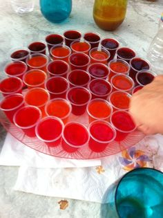 Bachelorette Party Fun - Jelly shots instead of liquid shots. Lasts MUCH longer than a bottle of booze and doesn't make people as drunk as quickly as normal shots. 1 bottle of vodka makes TONNES of jelly shots! Bachelorette Party Planning, Bachlorette Party, Bachelorette Weekend, Luau Party, Party Fun, Party Ideas, Disney Bachelorette, Party Drinks, Fun Drinks