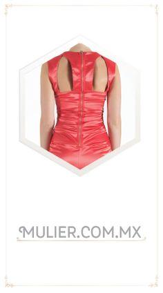 Vestido corto, ajustado color durazno.  De $1,729 a $1,499