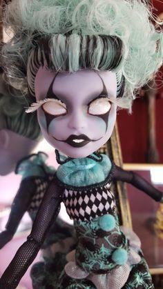 Monster High Twyla Boogeyman, Freak du Chic, repaint face up (no filters) [3 of 3]
