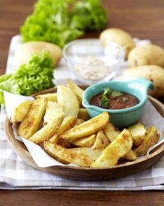 There is nothing more satisfying than the taste of bacon, onion and chilli served with steaming hot potato wedges. Sweet Chilli, Potato Wedges, Side Dishes, Dips, Vegetarian Recipes, Bacon, Potatoes, Snacks, Dinner