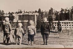 Lapset hyppyrimäen reunalla, Maunula, Koivikkotie, Helsinki 1957-58