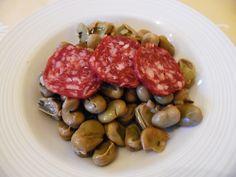 Fave e salame http://www.cuocaperpassione.it/ricetta/3b291f4c-9f72-6375-b10c-ff0000780917/Fave_e_salame
