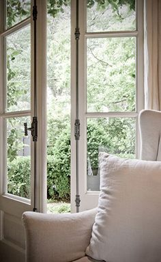 source:Blayne Beacham Interiors ~ let the outdoors in