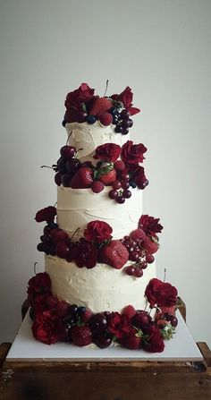 amazing wedding cakes Three tier ivory rustic buttercream cake dripping with red roses, strawberries, grapes and raspberries Burgundy Wedding Cake, Floral Wedding Cakes, Wedding Cake Rustic, Fall Wedding Cakes, Wedding Cakes With Flowers, Elegant Wedding Cakes, Wedding Cake Designs, Trendy Wedding, Strawberry Wedding Cakes