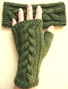 Crochet Patterns Gloves Fingerless gloves for women Clover from BellaBlueKnits on Etsy Fingerless Gloves Knitted, Knit Mittens, Knitted Hats, Knitting Projects, Knitting Patterns, Crochet Patterns, Crochet Gloves Pattern, Knit Crochet, Wrist Warmers