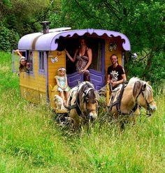 Gypsy Caravan, Gypsy Wagon, Gypsy Life, Mountain Homes, Janis Joplin, Gypsy Style, Medieval, Pony, Scenery